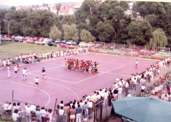 """""""Unser Dorf spielt Handball"""" – Von guten alten Zeiten und einem neuen Schwung"""