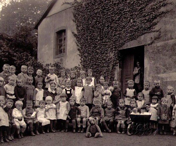 Von den konfessionellen Kindergärten zu einer modernen Kindertagesstätte